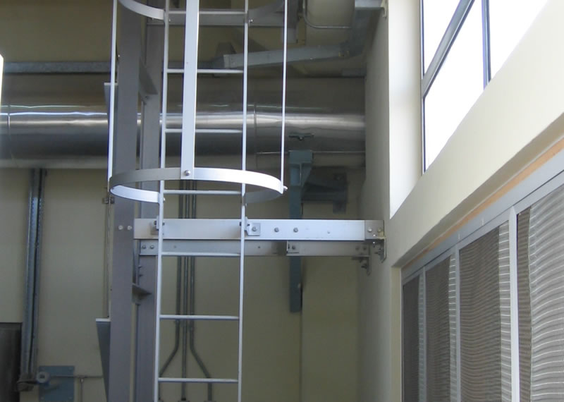 Anodised aluminium ladder to anodised aluminium crane access platform in Qatar