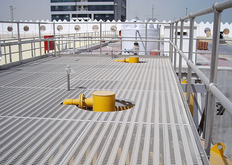 Stainless steel handrails and aluminium platform to pumping station in Qatar
